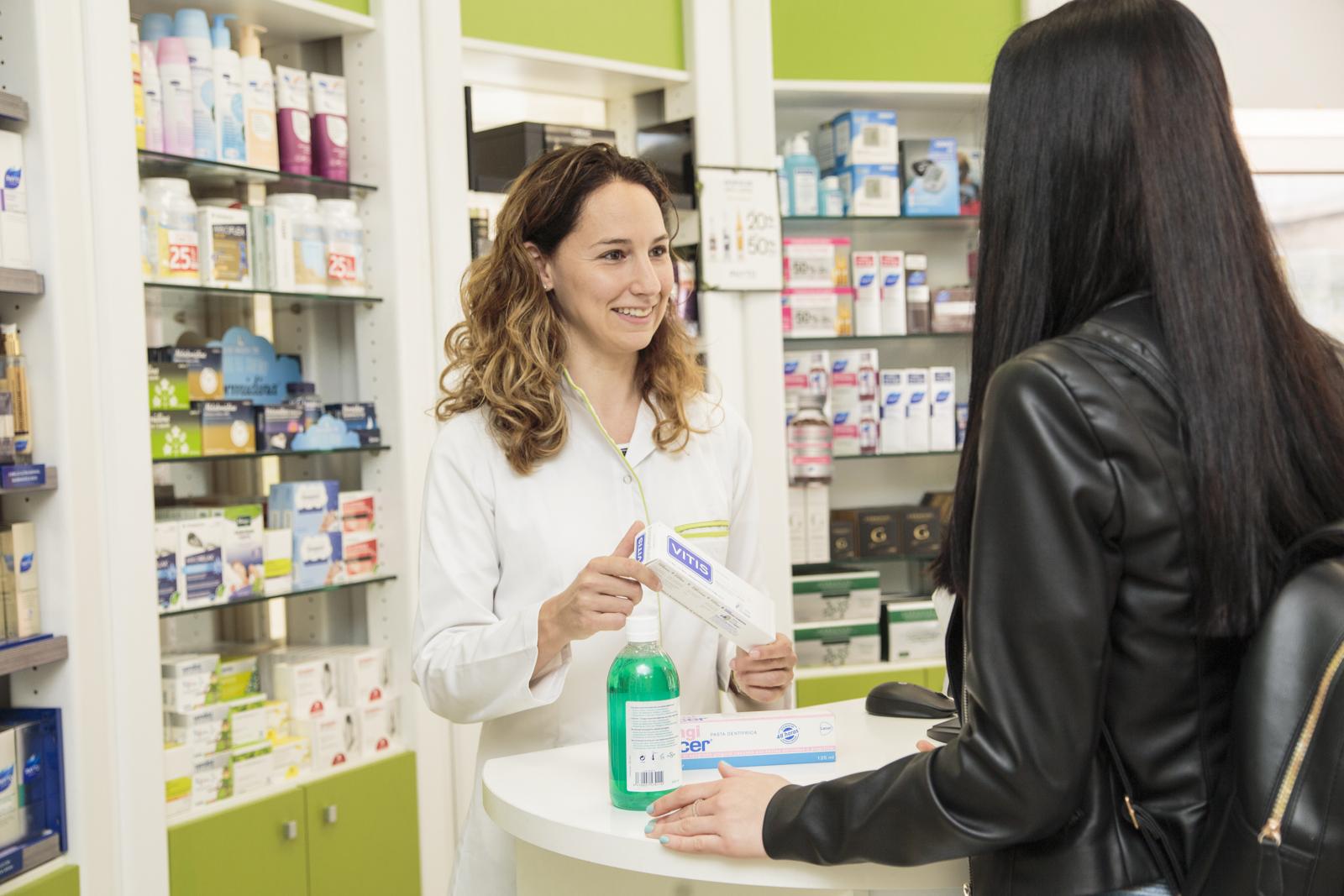 Farmacia Esplugas atención personalizada